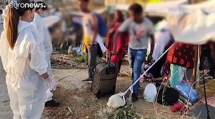 """Sur l'île grecque de Lesbos, les migrants évacués vers un nouveau camp """"provisoire"""""""