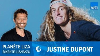 """Prendre une vague géante, """"un travail d'équipe"""" pour la surfeuse Justine Dupont"""
