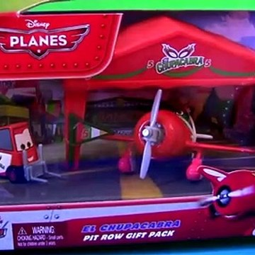 Disney Planes Pit Row Dusty Crophopper Dottie, Pit Row El Chupacabra Pitty & Bulldog Cars Gift Pack