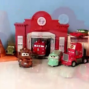 Play-Doh Christmas Cars Snowing n Radiator Springs Snow Day Holida Play Dough Santa Mater