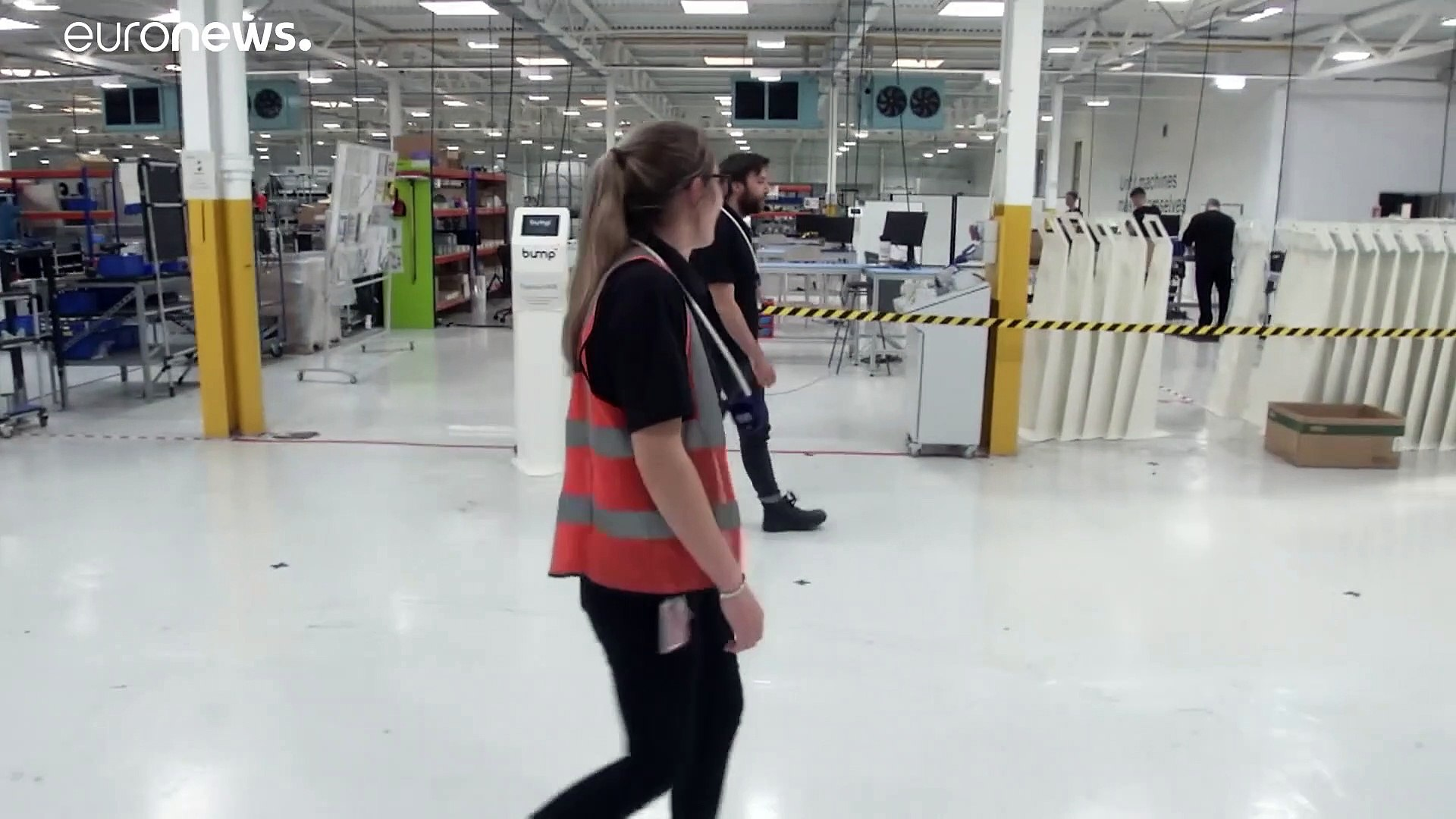 شاهد: شركة بريطانية تطور جهازا يساعد العمال على احترام التباعد الاجتماعي
