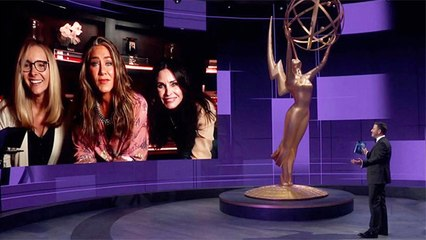 Jennifer Aniston, Courteney Cox And Lisa Kudrow United For A Mini FRIENDS Reunion