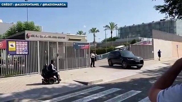 Luis Suarez quitte le centre d'entraînement du Barça en larmes