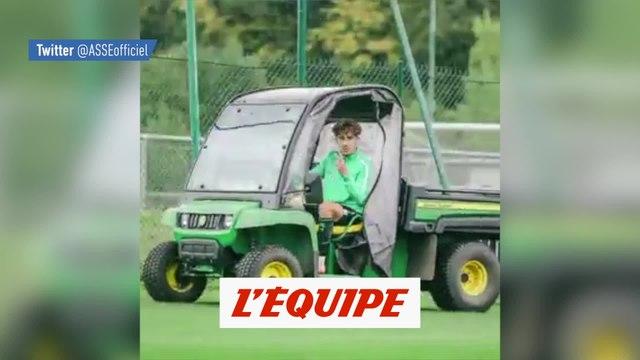Adil Aouchiche a un nouveau véhicule de fonction - Foot - ASSE - WTF