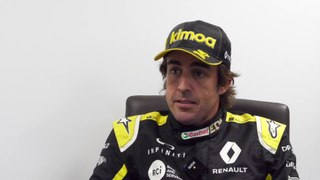 Fernando Alonso visita la sede del equipo Renault F1