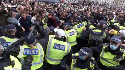 Violence ERUPTS as police clash with anti-lockdown protesters in Trafalgar Square, London