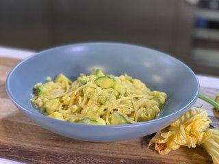 Spaghetti en crema de flor de calabaza - Recetas de pasta fáciles