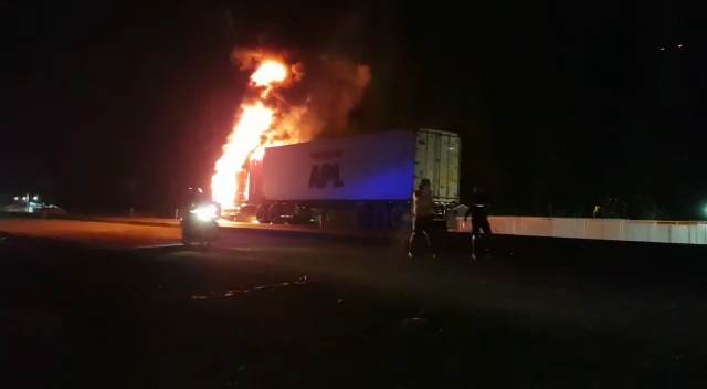 tn7-trailer en llamas-021020
