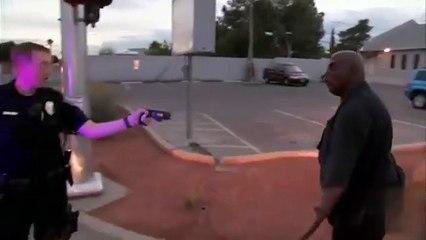 Un homme résiste à un tir de tazer !