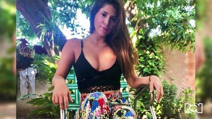 Carolina Duarte presume sus curvas junto a la estatua de Diomedes Díaz