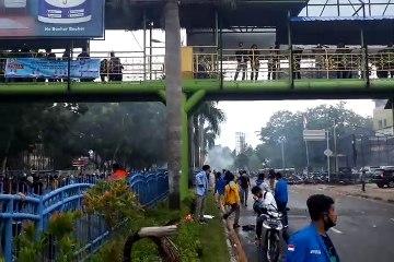 Polisi Tembakkan Gas Air Mata ke Arah Demonstran Omnibus Law