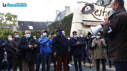 Manifestation des acteurs du monde rural devant la permanence de Bertrand Bouyx, député du Bessin
