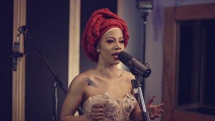 Kelly Khumalo - Kuyenyukela
