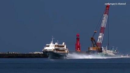 Impressionnant : ce navire hydroptère navigue à grande vitesse sur les eaux