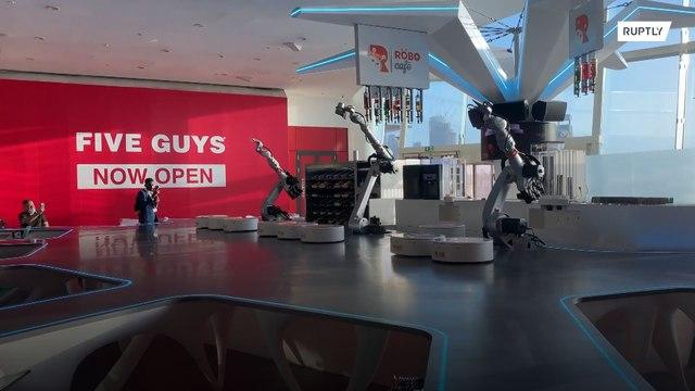 未来はすぐそこ!ドバイのロボットカフェがすごい