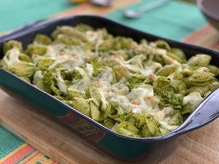 Pasta con pollo y salsa verde - Cocina con Conexión - Sonia Ortiz con Juan Farré