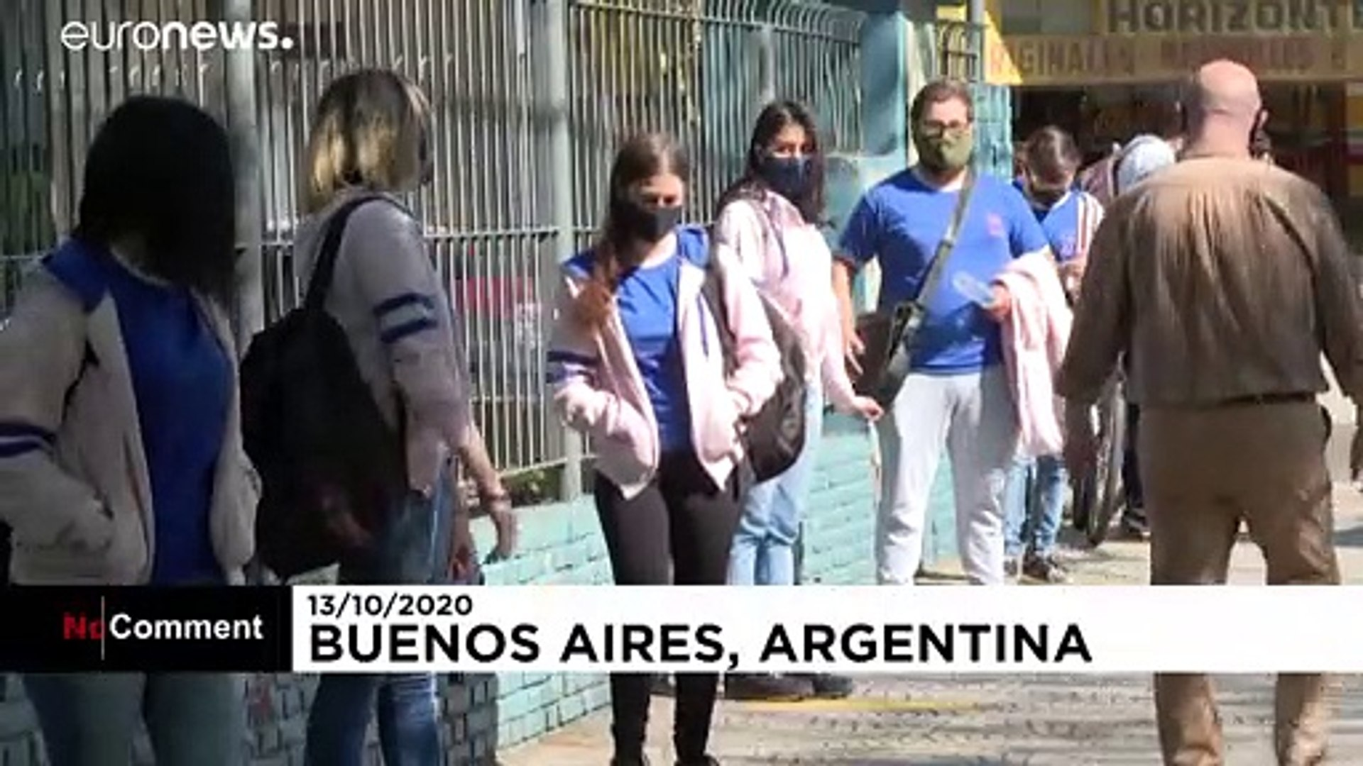 شاهد: الطلبة في الأرجنتين يعودون إلى الدراسة في الباحات مع تخفيف قيود الحجر الصحي