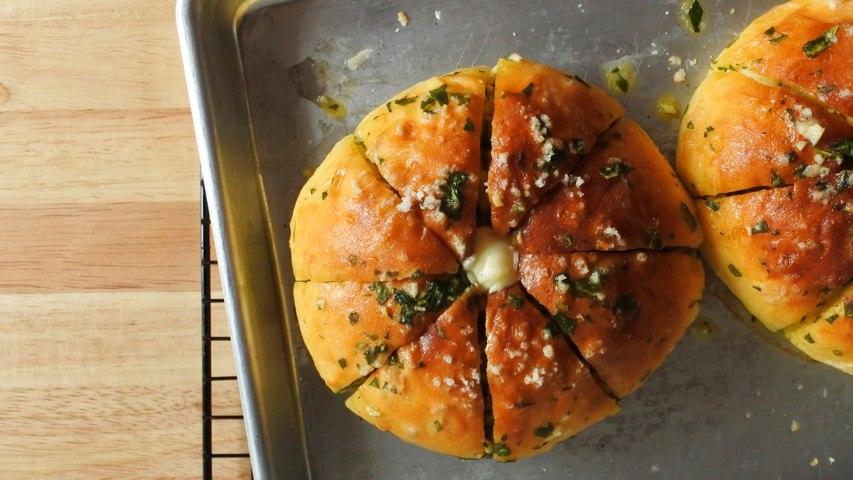 How To Make Korean Garlic Bread with Cream Cheese Recipe | Yummy PH