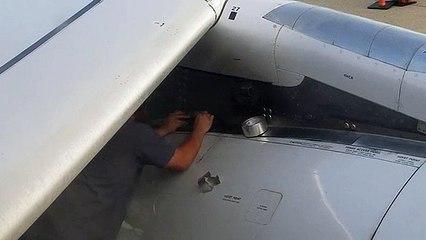Un technicien fait une réparation pas très rassurante sur un réacteur d'avion !