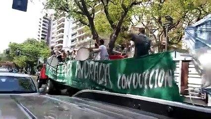 La caravana camino a Plaza de Mayo