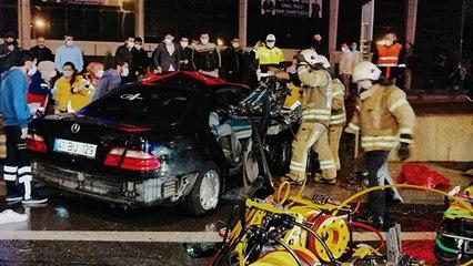 İstanbul'da feci kaza...Bariyerlere çarpan iki kişinin ayakları koptu
