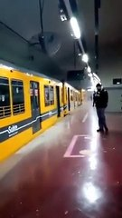 Un tren descarriló en la línea E del subte porteño