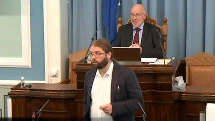 Iceland MP darts from parliament as quake strikes