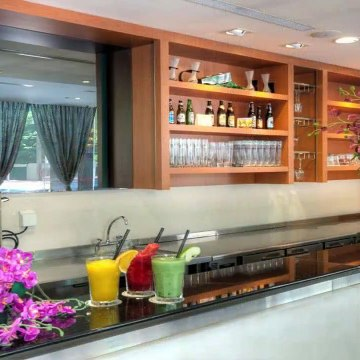 Review Orchid Hotel