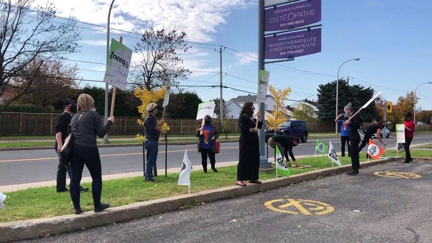 Manifestation devant le bureau de Danielle McCann (Le Reflet - Audrey Leduc-Brodeur)