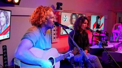 """Bon Air interprète """"Sauvage"""" en live dans le Double Expresso RTL2 (06/11/20)"""
