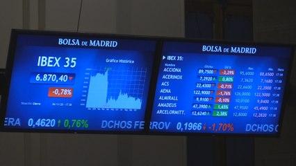 El Ibex 35 pierde un 0,78 % pero en la semana suma un 6,48%