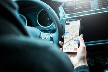 Que dit la loi par Me Marchac : utiliser son téléphone au volant, quelles sont les sanctions ?