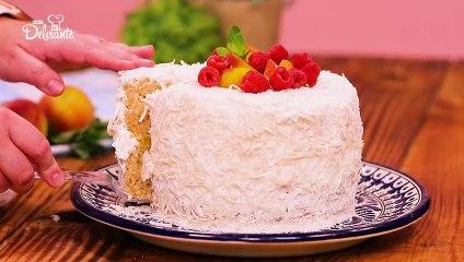 Delicioso pastel de durazno con coco.