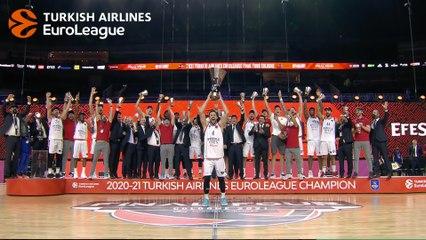 Anadolu Efes Istanbul lift the trophy!