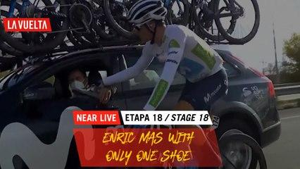 Enric Mas with only one shoe / Enric Mas avec une seule chaussure - Étape 18 / Stage 18   La Vuelta 20