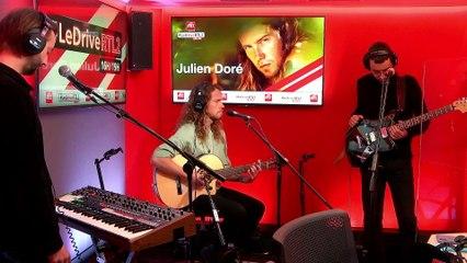 """Julien Doré interprète """"Nous"""" en live dans #LeDriveRTL2 (09/11/20)"""