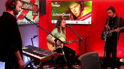 """Julien Doré interprète """"Aline"""" en live dans #LeDriveRTL2 (09/11/20)"""