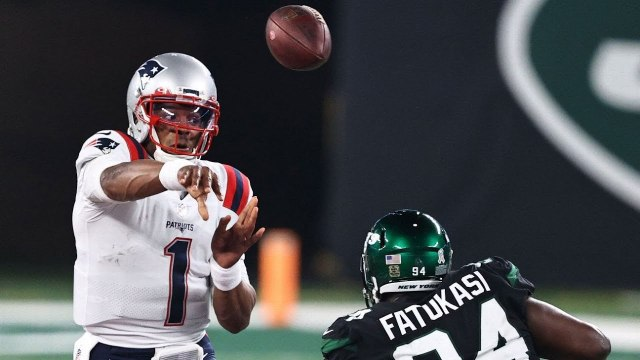 Patriots show fight rally to keep their slim playoff hopes alive