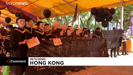 گروهی از دانشجویان هنگکنگ در حمایت از دموکراسی شعار دادند