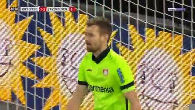 Bayer Leverkusen : Le pire dégagement au monde pour Hradecky...
