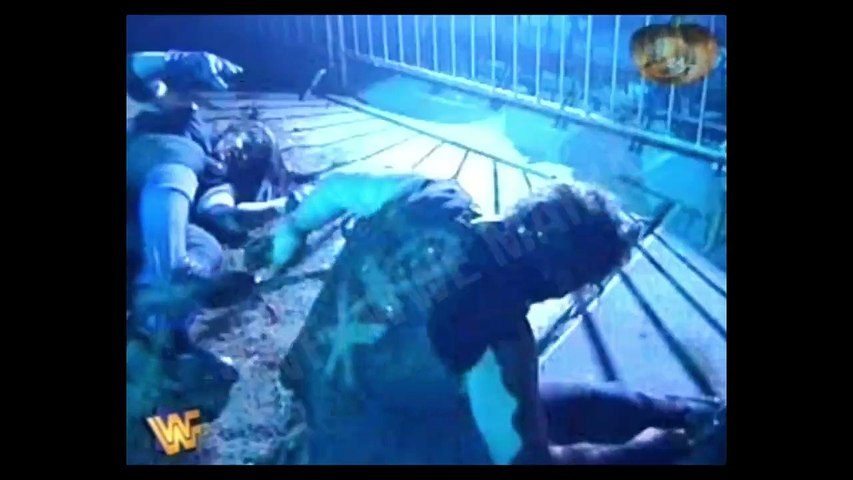 The Undertaker vs Mankind - Buried Alive match - In Your House 11