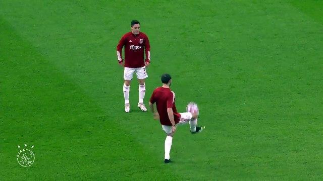 L'hommage de Nicolás Tagliafico à Diego Maradona pendant l'échauffement du match de l'Ajax