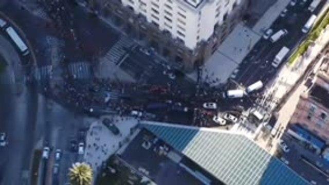 Maradona - Le cortège funéraire fend la foule à Buenos Aires
