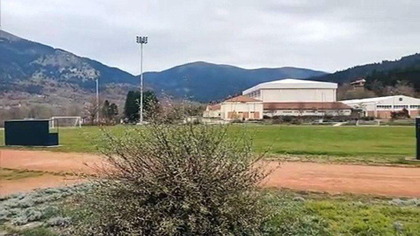 Μετέτρεψαν το Αθλητικό Κέντρο Καρπενησίου σε πίστα Drift και κατέστρεψαν το χορτάρι