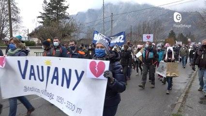 Reportage - A Bourg d'Oisans, une manifestation pour sauver l'hiver des stations - Reportage - TéléGrenoble