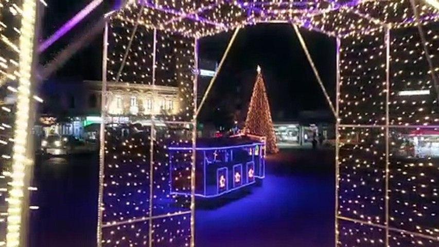 Στο ρυθμό των Χριστουγέννων η Λαμία. Στο κάστρο το άναμμα του δέντρου