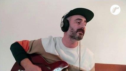 """Bonetti canta e suona """"Camionisti"""" per Rockol"""