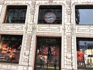 """Opening """"FC Bayern World"""" @ Weinstraße München am 09.12.2020 - Innenansichten"""