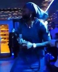 Togo : Adebayor fait pleuvoir des billets sur King Mensah (vidéo)