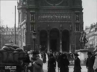 Premières communions à l'église Saint-Augustin, Paris